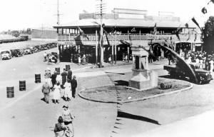 Image: Oakey War Memorial Source: John Oxley Library